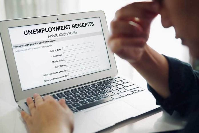 An Easy Choice? - Unemployment Benefits vs. Working Wages