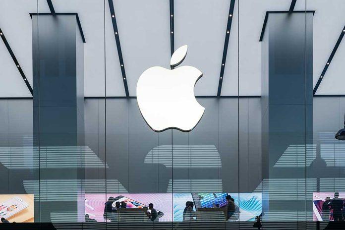 Apple Deletes